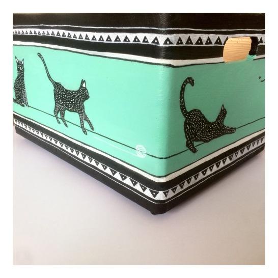 Pinewood boxPinewood box illustrated